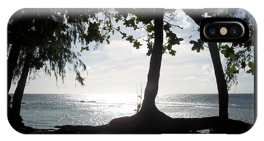 Kauai IPhone X Case featuring the photograph Ocean's Edge by Michelle Miron-Rebbe