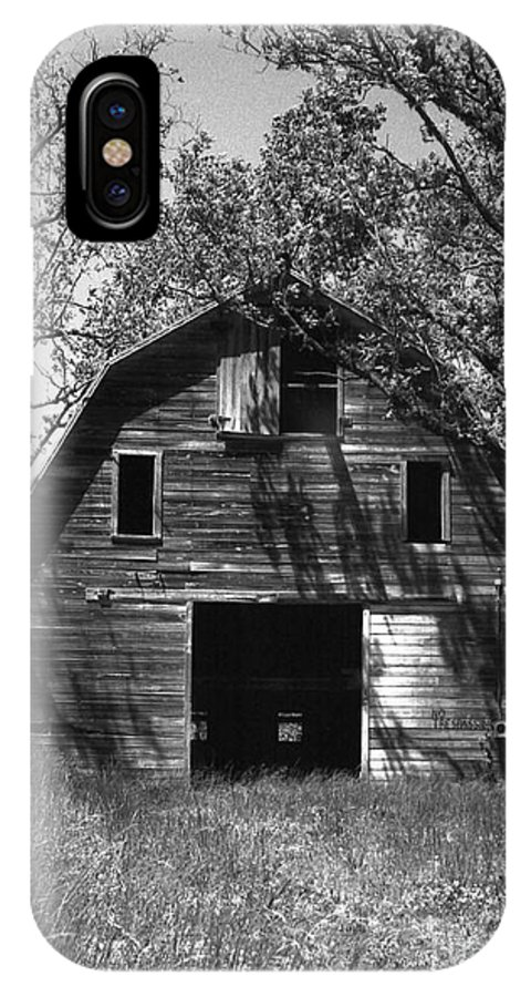 Barrns IPhone Case featuring the photograph Old Cedar Barn by Richard Rizzo