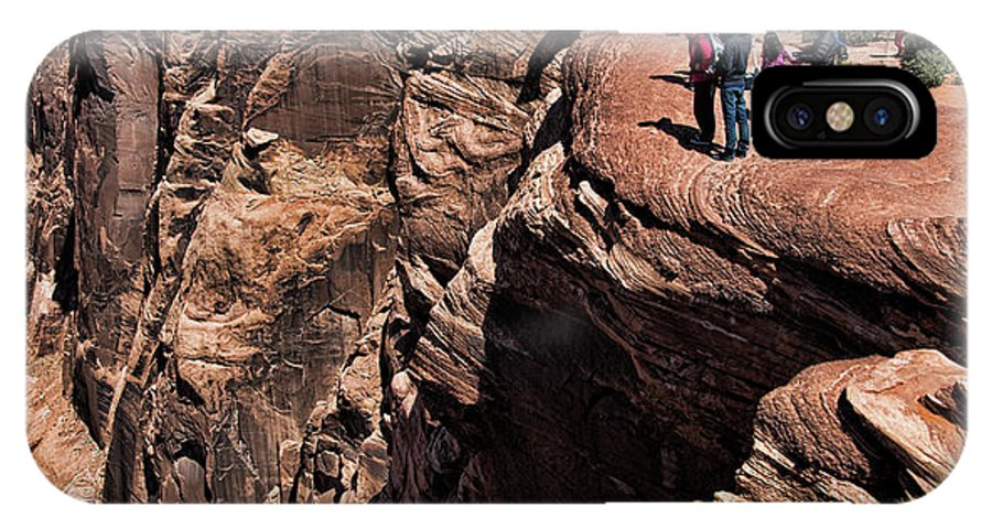 Horseshoe Bend IPhone X Case featuring the photograph People View Horseshoe Bend Rock Edge by Chuck Kuhn