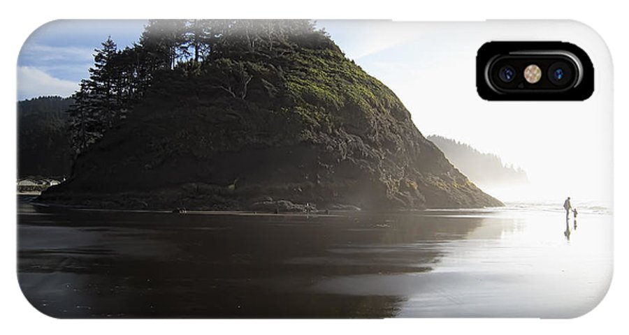 oregon Coast IPhone X Case featuring the photograph Proposal Rogue Wave Rock - Oregon Coast by Daniel Hagerman