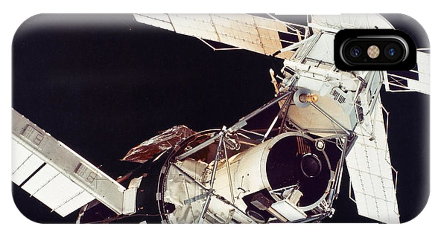 1973 IPhone X Case featuring the photograph Space: Skylab 3, 1973 by Granger