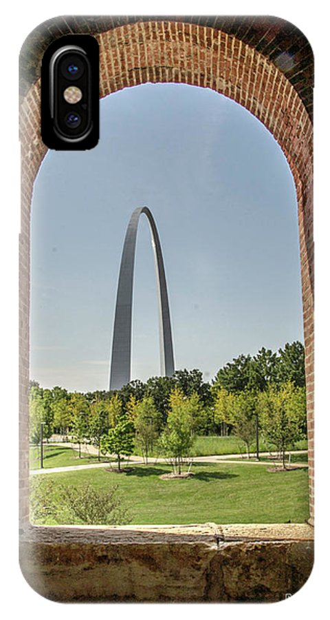 St. Louis Arch IPhone X Case featuring the photograph The Gateway To The Arch by David Taylor