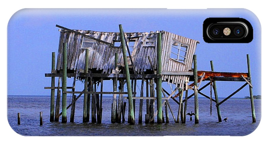 Cedar Key IPhone X Case featuring the photograph The Honey Moon Suite 4 - Debbie May - Phtosbydm by Debbie May