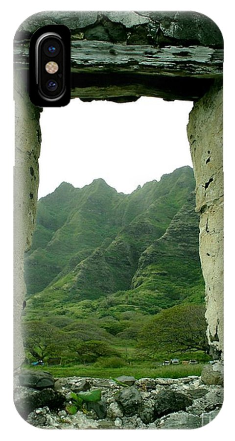 Wondow To Paradise IPhone X Case featuring the photograph Window to Paradise by Chandelle Hazen