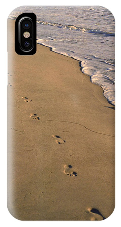 Ocean IPhone X Case featuring the photograph Footprints Left Behind by Suzanne Gaff