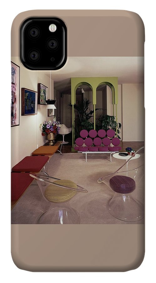 Eugene Tanawa IPhone Case featuring the photograph A Retro Living Room by Tom Leonard