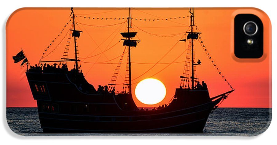 Ship IPhone 5 Case featuring the photograph Catching The Sun by David Lee Thompson