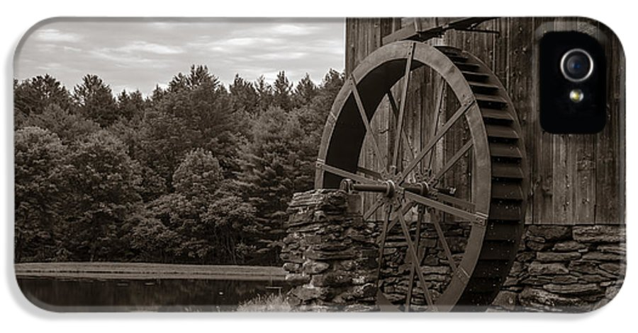 Grist IPhone 5 Case featuring the photograph Old Grist Mill Vermont by Edward Fielding
