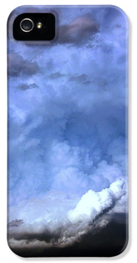 Stormscape IPhone 5 Case featuring the photograph There Be A Storm A Brewin In Nebraska by NebraskaSC