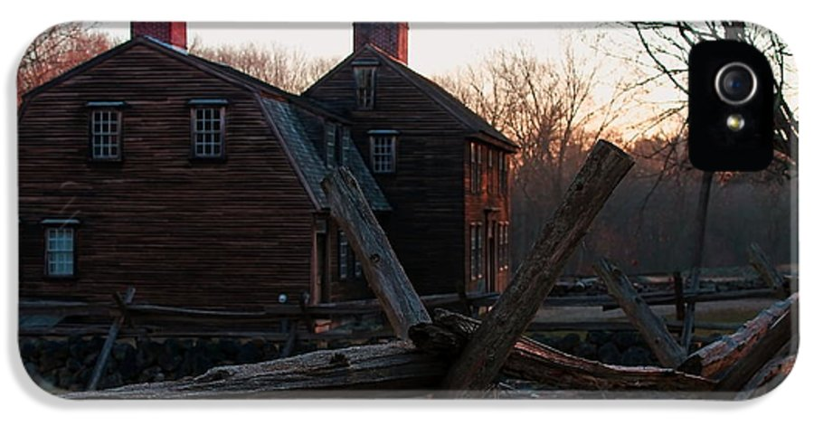 Hartwell Tavern IPhone 5 Case featuring the photograph Hartwell Tavern by Jeff Heimlich