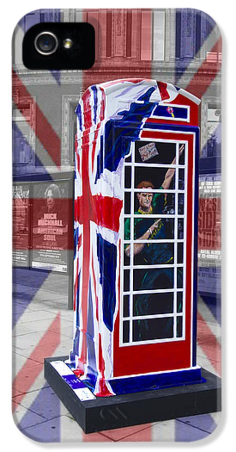Telephone Box IPhone 5 Case featuring the photograph Royal Telephone Box by David French