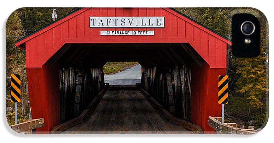 Bridge IPhone 5 Case featuring the photograph Taftsville Covered Bridge Vermont by Edward Fielding
