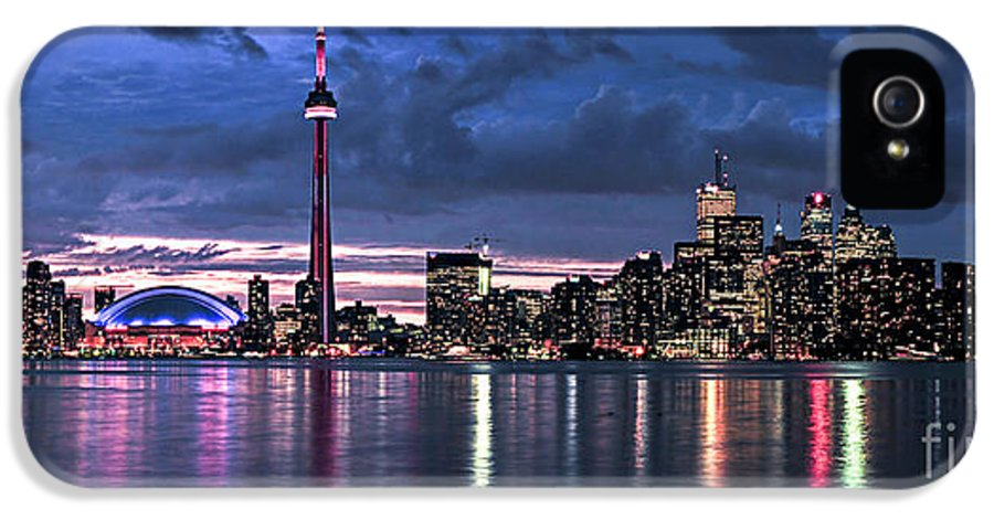 Toronto IPhone 5 Case featuring the photograph Toronto Skyline by Elena Elisseeva