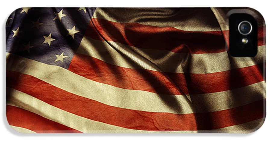 Flag IPhone 5 / 5s Case featuring the photograph American Flag by Les Cunliffe