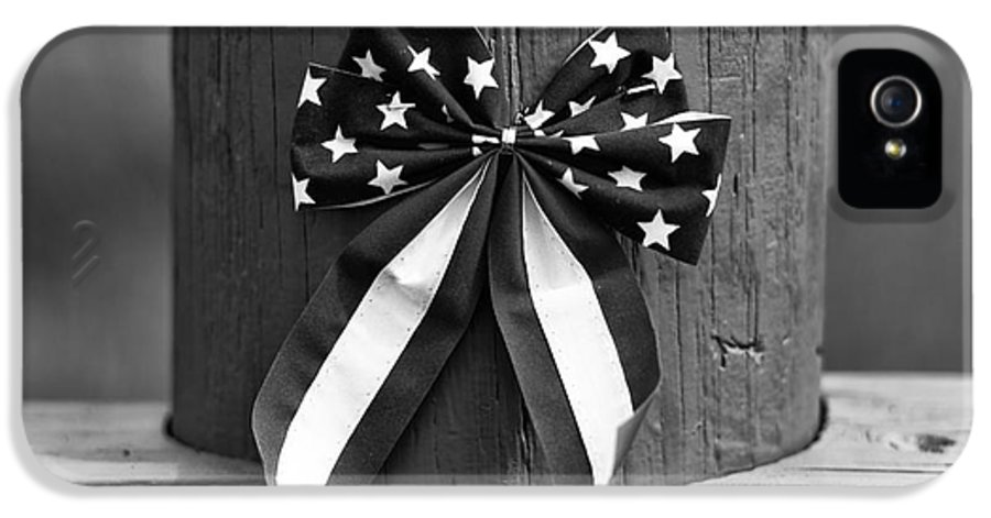 4th Of July IPhone 5 Case featuring the photograph 4th Of July Mono by John Rizzuto