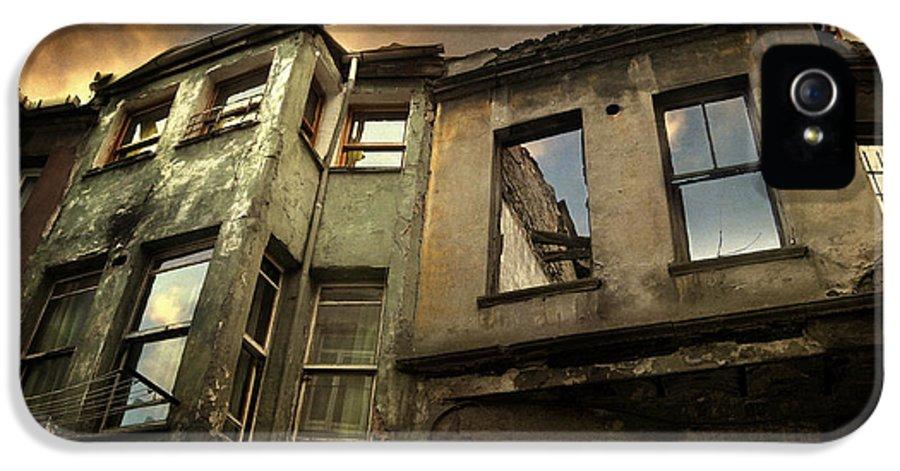 Balat IPhone 5 Case featuring the photograph A Day In Balat by Taylan Apukovska