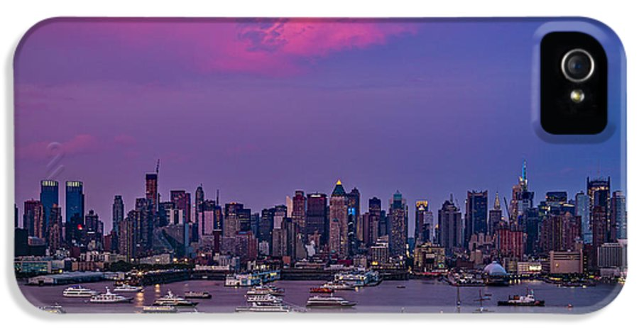 Manhattan IPhone 5 Case featuring the photograph A Spectacular New York City Evening by Susan Candelario