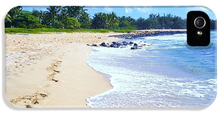 Beach Scene IPhone 5 Case featuring the photograph A Walk On The Beach by Stephanie Callsen