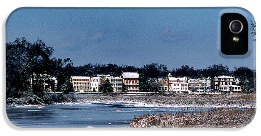 Waterfront IPhone 5 Case featuring the photograph A Waterfront Christmas by Skip Willits