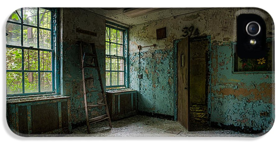 Old Room IPhone 5 / 5s Case featuring the photograph Abandoned Places - Asylum - Old Windows - Waiting Room by Gary Heller