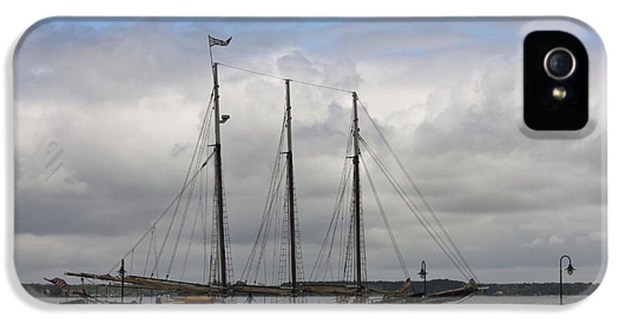 Yorktown IPhone 5 Case featuring the photograph Alliance Schooner by Teresa Mucha