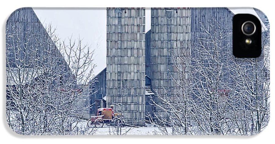 Barn IPhone 5 Case featuring the photograph Amish Barn by Jack Zievis
