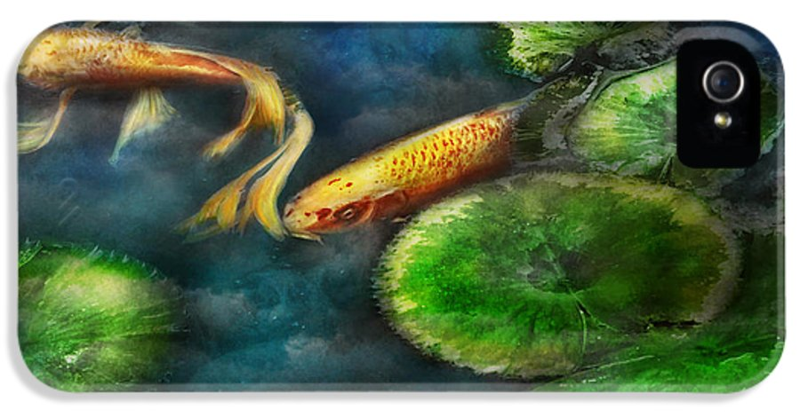 Savad IPhone 5 Case featuring the photograph Animal - Fish - The Shy Fish by Mike Savad