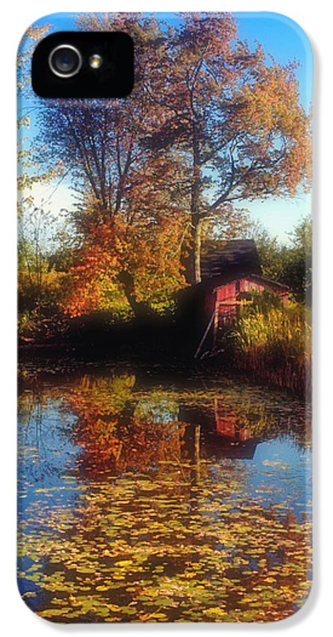 Red Barn IPhone 5 / 5s Case featuring the photograph Autumn Barn by Joann Vitali