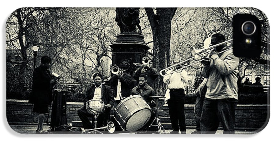 Filmnoir IPhone 5 Case featuring the photograph Band On Union Square New York City by Sabine Jacobs