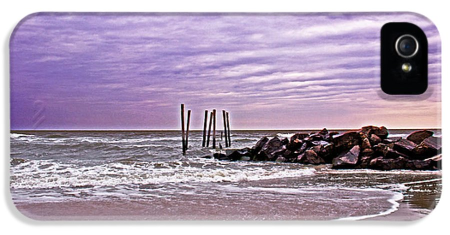 Ocean City IPhone 5 Case featuring the photograph Barely There by Tom Gari Gallery-Three-Photography
