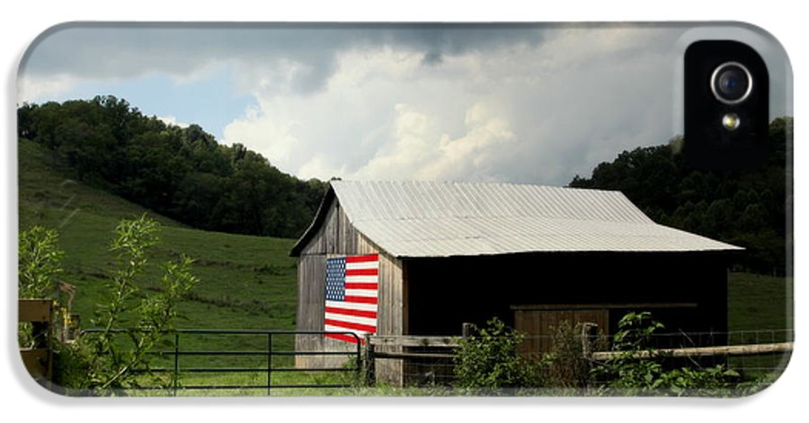 Patriotic Barns IPhone 5 / 5s Case featuring the photograph Barn In The Usa by Karen Wiles