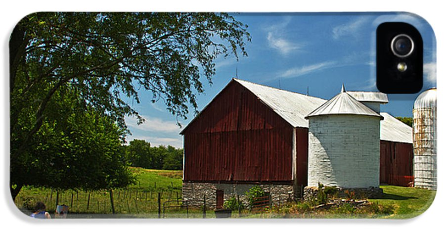 Christmas Card IPhone 5 Case featuring the photograph Barn Painter by Guy Shultz