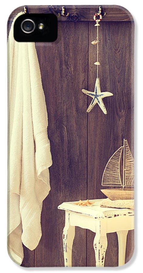 Bathroom IPhone 5 Case featuring the photograph Bathroom Interior by Amanda Elwell