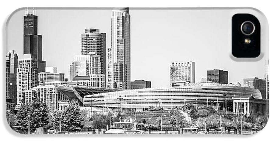 America IPhone 5 Case featuring the photograph Black And White Picture Of Chicago Skyline by Paul Velgos