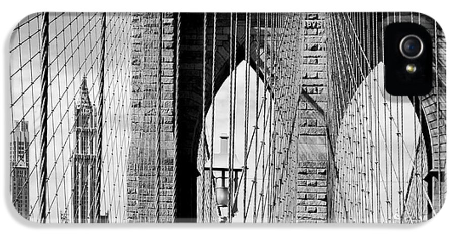 New York City IPhone 5 Case featuring the photograph Brooklyn Bridge New York City Usa by Sabine Jacobs