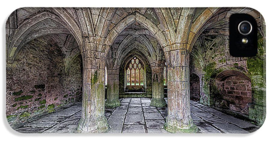 13th Century IPhone 5 Case featuring the photograph Chapter House Interior by Adrian Evans