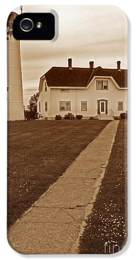 Lighthouses IPhone 5 Case featuring the photograph Chatham Lighthouse by Skip Willits