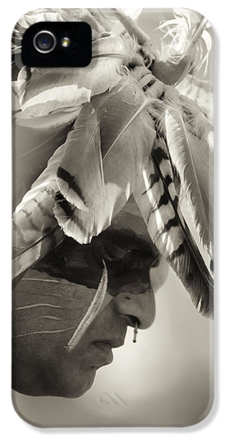 Chippewa Grass Dancer IPhone 5 Case featuring the photograph Chippewa Indian Dancer by Dick Wood