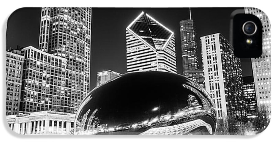 2012 IPhone 5 / 5s Case featuring the photograph Cloud Gate Chicago Bean Black And White Picture by Paul Velgos