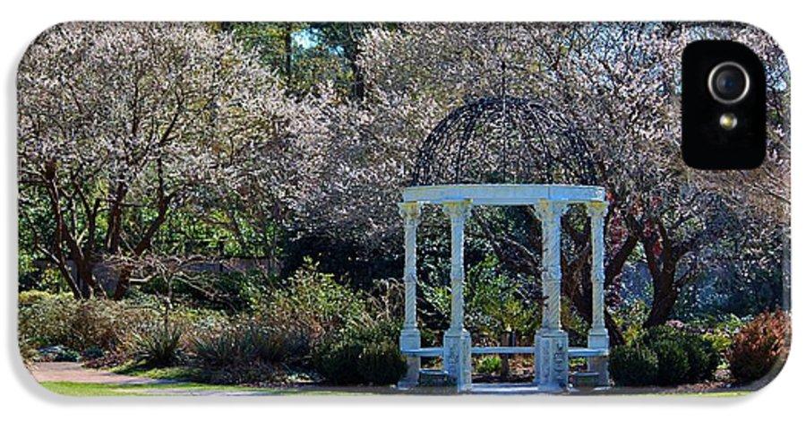 Gazebo IPhone 5 Case featuring the photograph Come Into The Garden by Cynthia Guinn