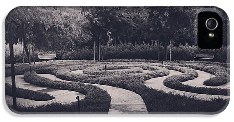 Labyrinths IPhone 5 Case featuring the photograph Confusion by Laurie Search