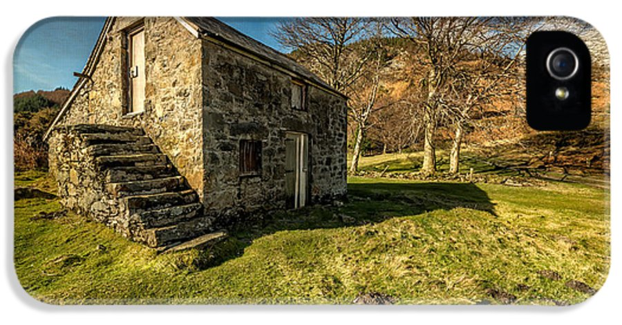 Hdr IPhone 5 Case featuring the photograph Country Cottage by Adrian Evans