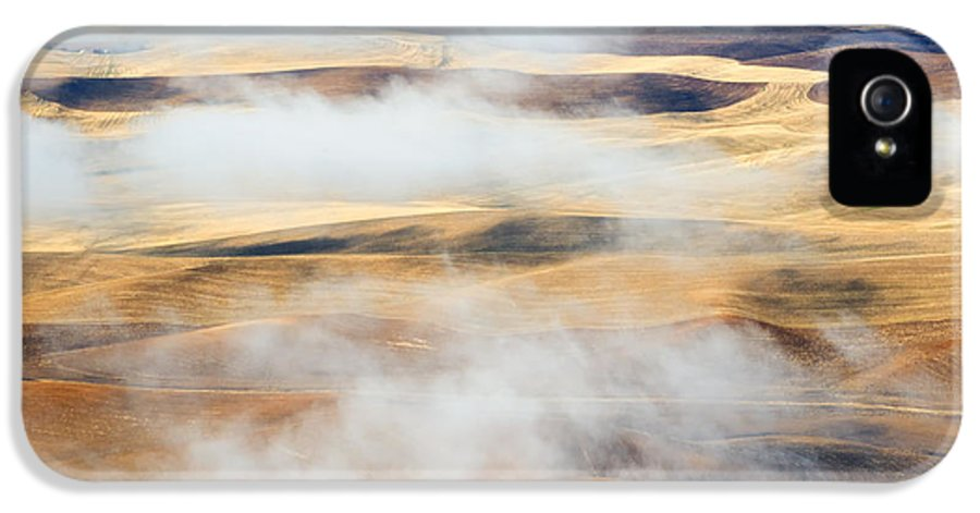 Palouse IPhone 5 Case featuring the photograph Covering The Gold by Mike Dawson