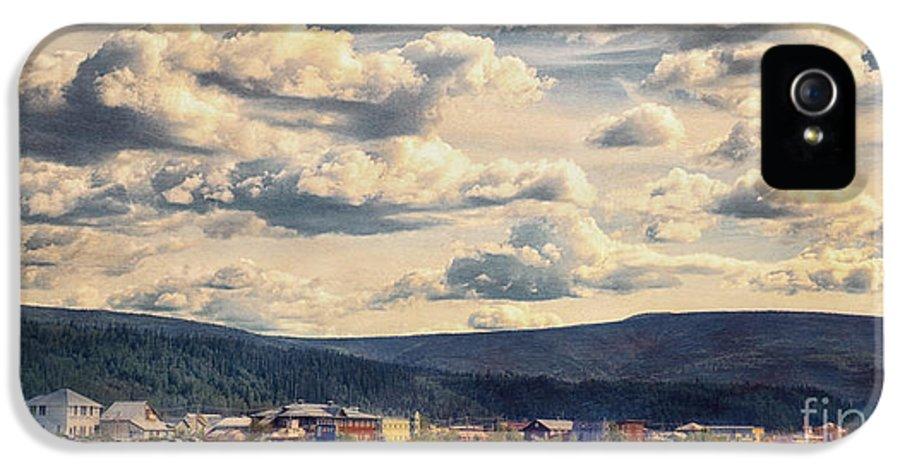 Klondike IPhone 5 Case featuring the photograph Dawson City by Priska Wettstein