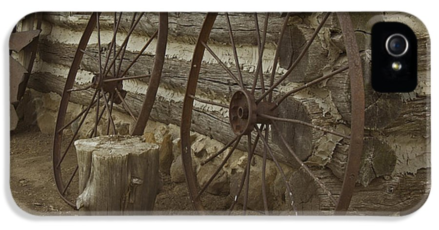 Wagon Wheels IPhone 5 Case featuring the photograph Days Gone By by Kathleen Scanlan