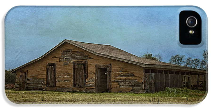 Barn IPhone 5 Case featuring the photograph Days Gone By by Kim Hojnacki