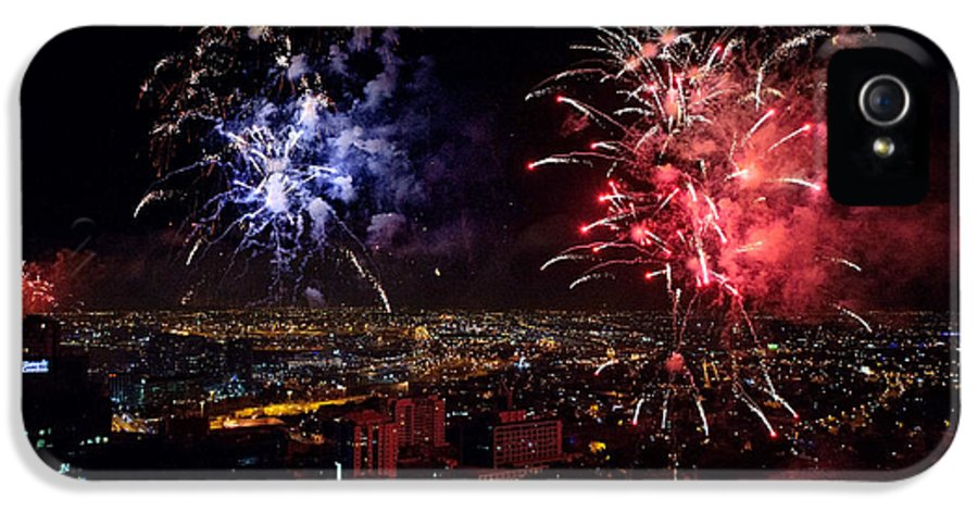 Fireworks IPhone 5 Case featuring the photograph Dazzling Fireworks II by Ray Warren