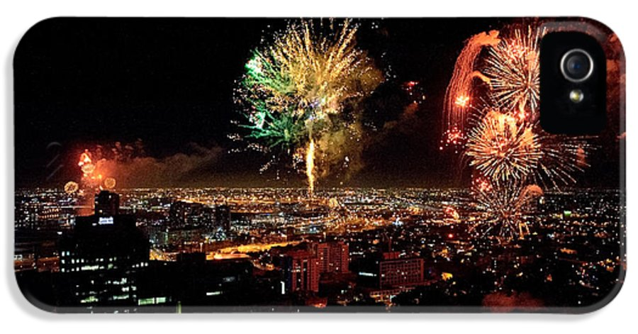 Fireworks IPhone 5 Case featuring the photograph Dazzling Fireworks Iv by Ray Warren