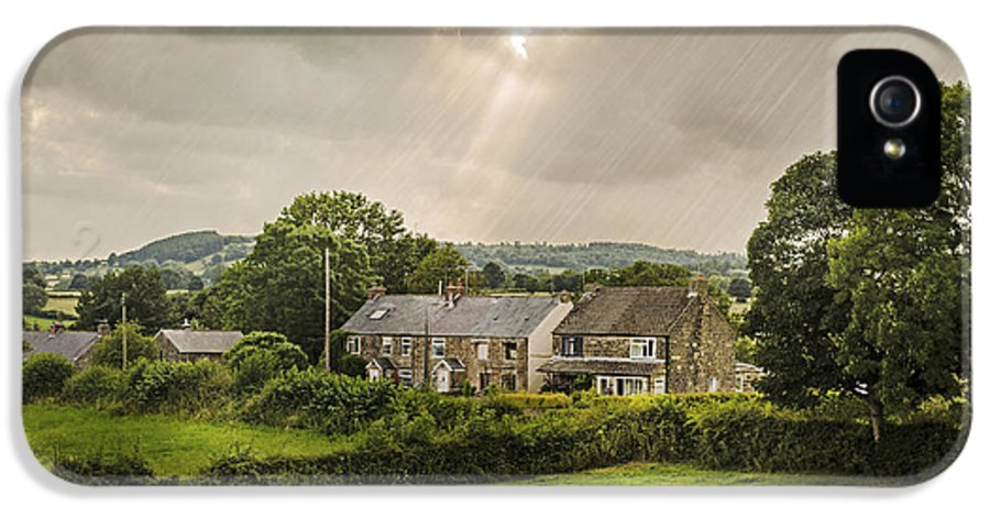 Cottage IPhone 5 Case featuring the photograph Derbyshire Cottages by Amanda Elwell