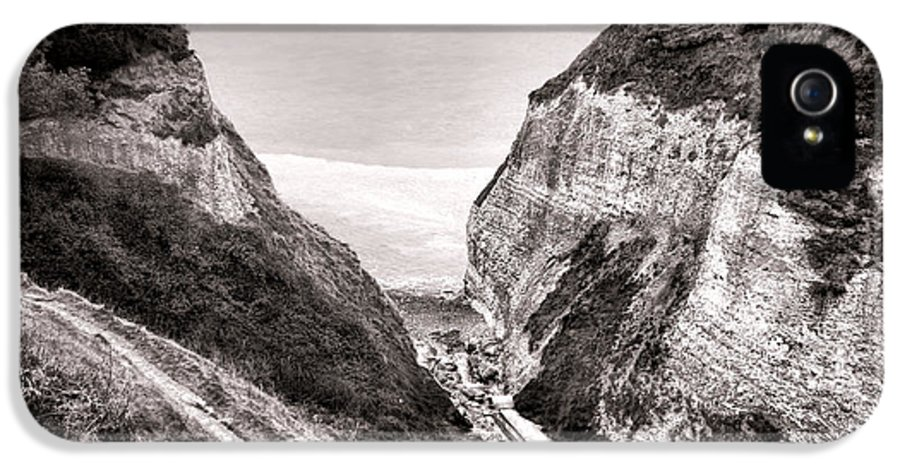 France IPhone 5 Case featuring the photograph Down To The Sea by Olivier Le Queinec